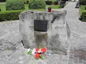 Pomnik Cichociemnych w Dębowcu